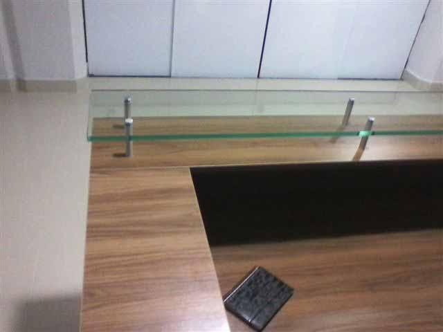 Balcão de Atendimento Com Tampo de Vidro - Vista Interna
