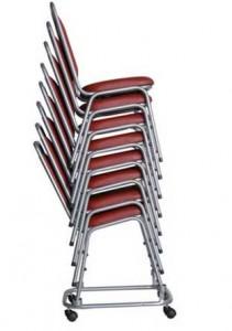 Cadeira Empilhável Estofada STH - Detalhe do Empilhamento no Carrinho